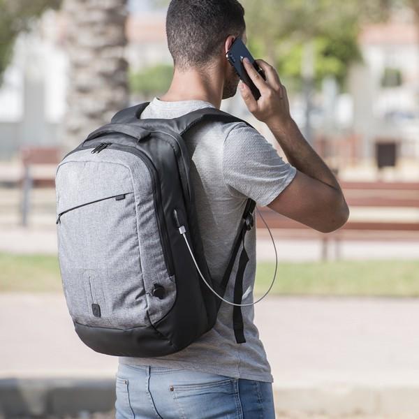 Rucksack mit Power Bank und Fach für Tablet und Laptop 8000 mAh 145971